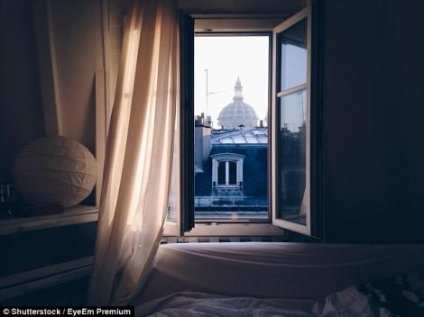 Vì sao mở cửa sổ ban đêm giúp ngủ ngon hơn?