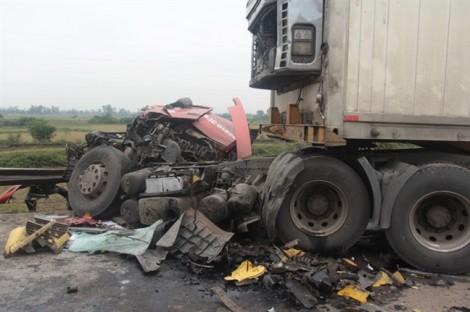 Tai nạn liên hoàn giữa 5 ôtô, đường tránh Vinh ùn tắc kinh hoàng