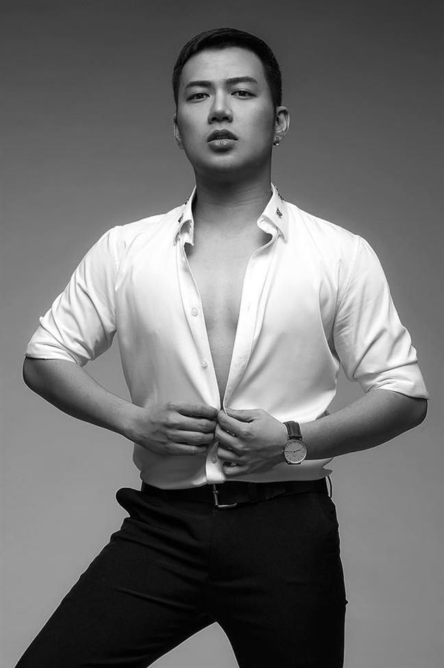 NTK Chung Thanh Phong danh dau chang duong 3 nam voi bo suu tap quyen luc cua nu than