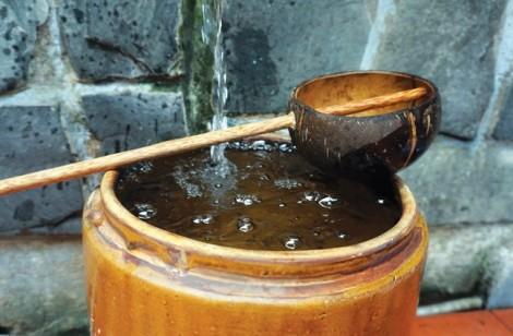 Lu nước rửa chân và khạp nước giải khát