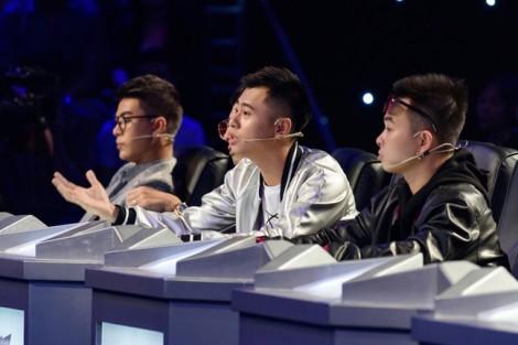 Nhạc sĩ Dương Cầm tiếp tục một mình chống lại cả 'thế giới'