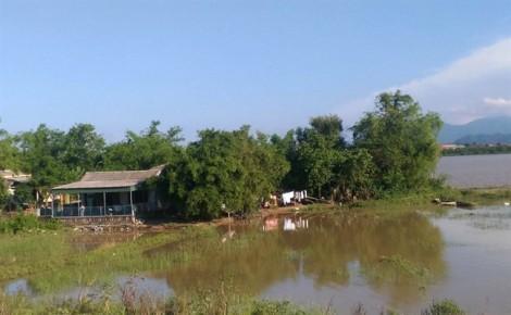 Sống mòn trên xóm 'ốc đảo' với nguy cơ sông 'nuốt' làng
