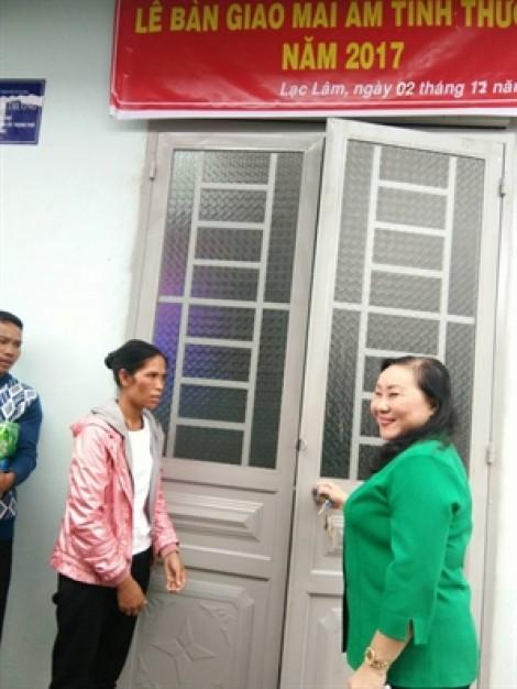 Trao hai mái ấm tình thương cho phụ nữ ở huyện Đơn Dương