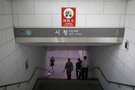 Tàu điện ngầm Seoul tìm thấy 1,7 triệu đô la khách bỏ quên trên tàu