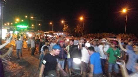 Tạm ngừng thu phí trạm BOT Cai Lậy: Người dân tràn ra đường hát 'Như có Bác Hồ trong ngày vui đại thắng'