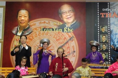 Con gái của cố GS Trần Văn Khê bức xúc vì tượng sáp của cha sai nguyên mẫu