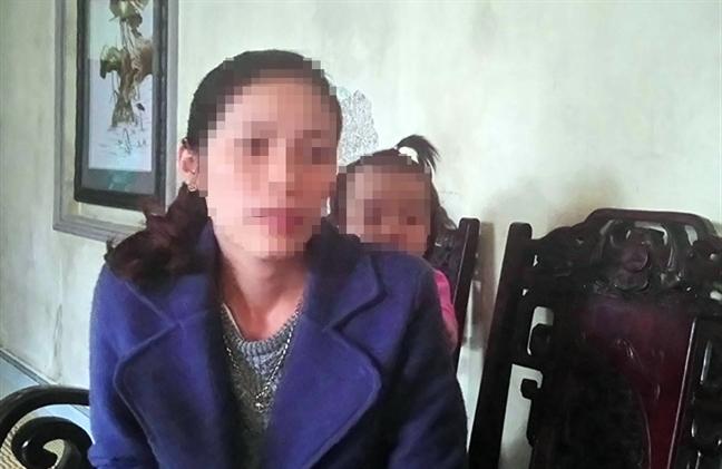 Nguòi bé gái 16 tháng tuỏi xuát hiẹn nhièu vét bàm sau khi trỏ vè tù nhà trẻ