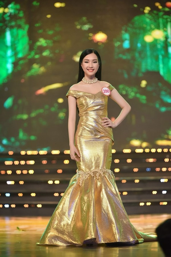 Thi sinh 'Hoa hau Hoan vu Viet Nam 2017' ra nuoc ngoai thi 'chui'
