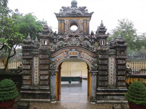 Vẻ đẹp tráng lệ của tòa lâu đài 100 năm tuổi ở Huế