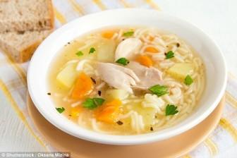 Khoa học lý giải vì sao nên ăn súp gà giải cảm