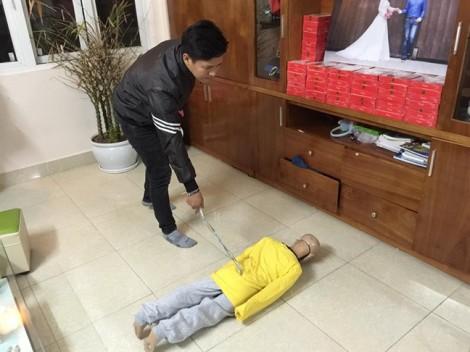 Khởi tố cha ruột và mẹ kế bạo hành bé trai 10 tuổi ở Hà Nội
