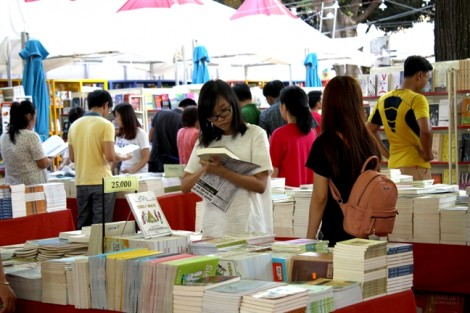 25 tấn sách được bán với giá 88.000 đồng/kg