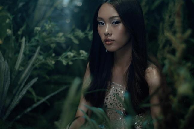 'Nu than' 14 tuoi xuat hien trong show dien cua Chung Thanh Phong