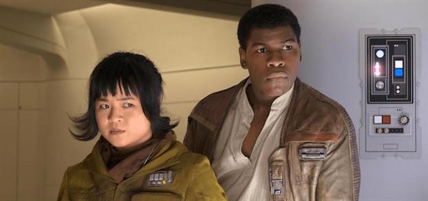 Nu dien vien goc Viet Kelly Marie Tran bat khoc trong buoi cong chieu phim 'Star Wars'