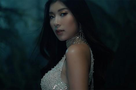 'Nữ thần' 14 tuổi xuất hiện trong show diễn của Chung Thanh Phong