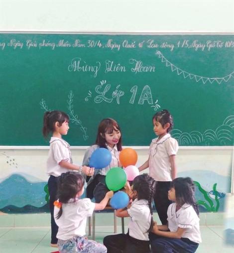 Dốc lòng nâng bước học sinh đến trường