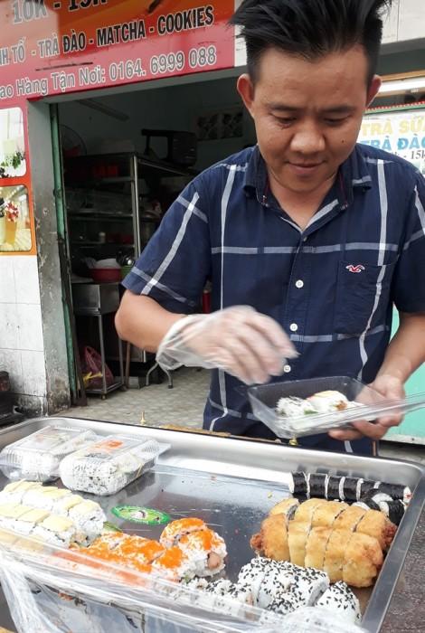 Dùng thực phẩm trước cổng trường, coi chừng ngộ độc mạn tính