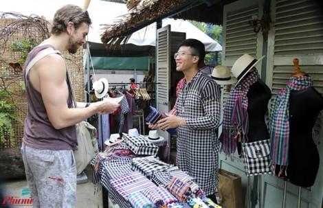 Cuối tuần, đi hội chợ làng ở Sài Gòn
