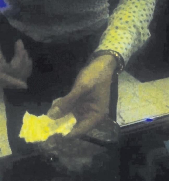'Bay, lác' trong quán karaoke trá hình