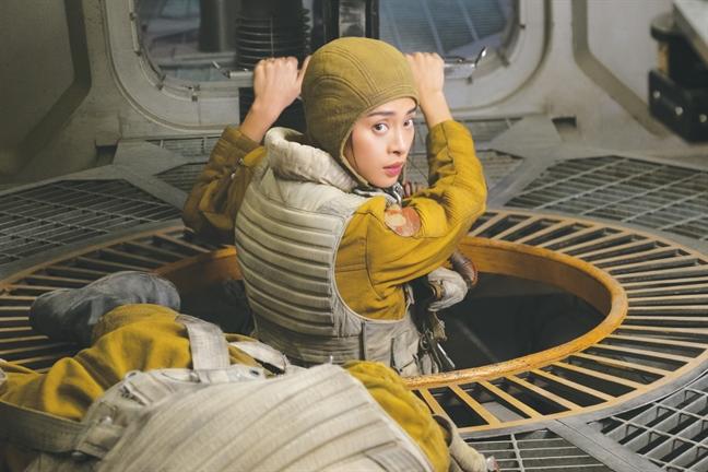 Ngo Thanh Van va phai dep toa sang trong 'Star wars'