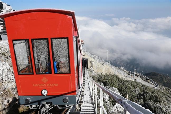 Trang troi tren dinh Fansipan