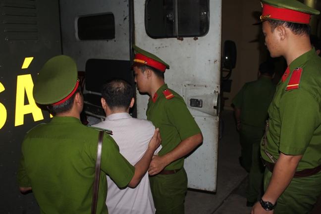 Nguyen can bo cong an phuong bi phat 3 nam tu vi chiem doat 47 trieu dong