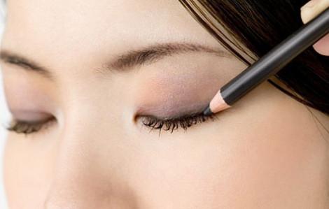 Cách kẻ mắt bằng bút chì đẹp tự nhiên dễ thực hiện