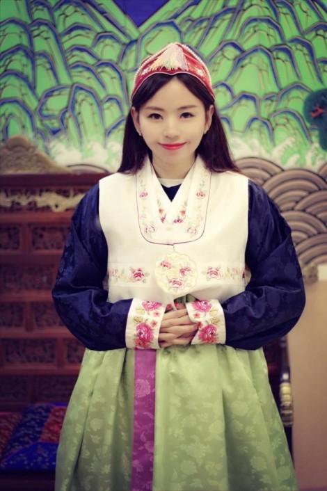 Cô gái ngân hàng xinh đẹp tiết lộ cách phối trang phục tránh nhàm chán