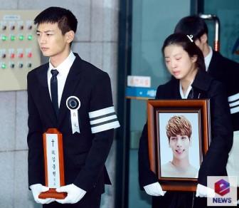 Fan Jonghyun (SHINee) tự tử theo thần tượng, hối hận khi được cứu sống