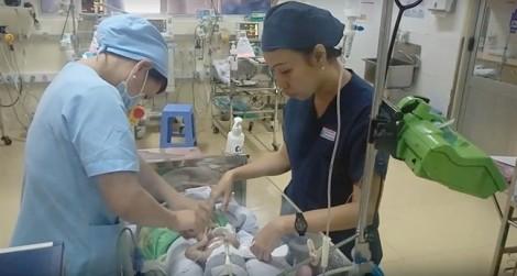 Can thiệp mạch máu não trị suy tim cho bé gái sơ sinh nhỏ tuổi nhất Việt Nam