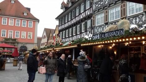 Ánh đèn lung linh và an lành trong chợ Giáng sinh tại Đức