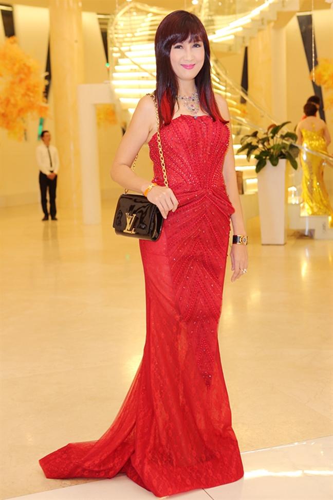 Loi dien trang phuc khong phu hop voc dang nen tranh tu sao Viet