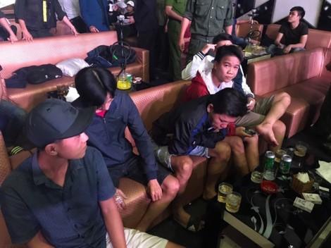 Hơn 100 cảnh sát đột kích quán bar, phát hiện 41 khách 'bay lắc' với ma túy