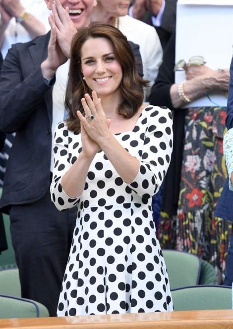 Bóc giá loạt trang phục đắt giá của Công nương Kate Middleton 2017