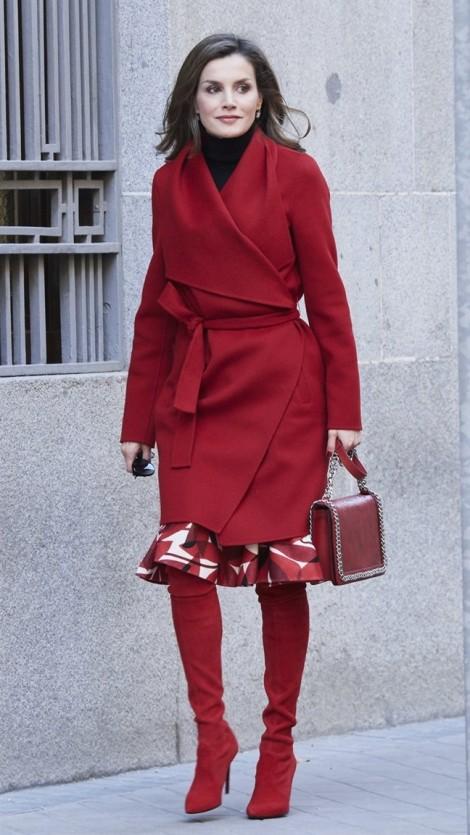 Diện sắc đỏ đón Tết đẹp như hoàng hậu Tây Ban Nha