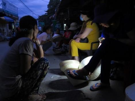 Độc đáo phiên chợ nón trong sương duy nhất ở Huế