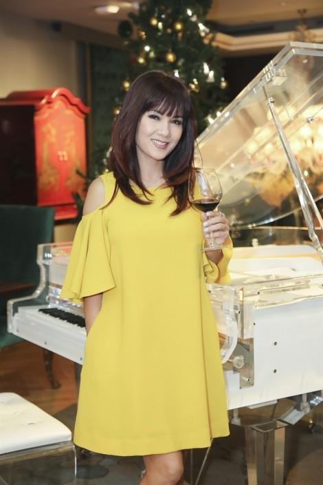 Hoa hậu Kiều Khanh trẻ trung tuổi 49, có bạn trai mới sau một lần đổ vỡ