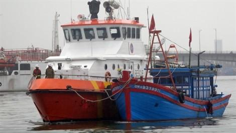 Cứu nạn tàu cá Quảng Nam nguy cơ chìm ở biển Đà Nẵng