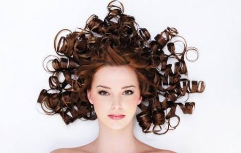 Những cách tự uốn tóc xoăn tại nhà các nàng mê tít