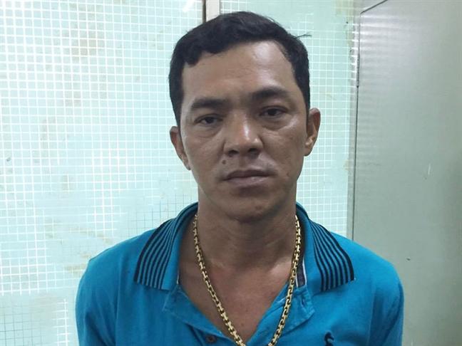 Dánh sạp duòng day tieu thụ 13kg ma túy 'dá' cùng hon 26.000 vien thuoc lac tu Campuchia ve TP.HCM