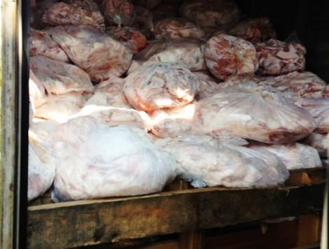 Chủ cơ sở chế biến ở TP.HCM thừa nhận dùng chất tẩy trắng lòng heo dơ và đen
