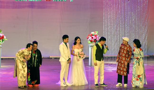 Nghe si Hoai Linh te nga, chan thuong trong liveshow mo dau nam 2018