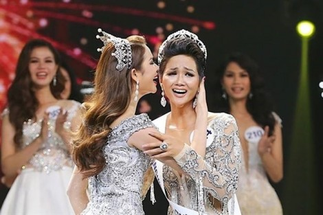Thời trang của tân Hoa hậu Hoàn Vũ H'Hen Niê