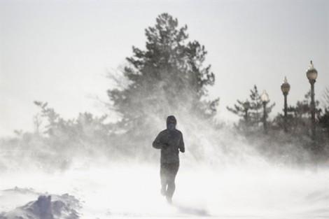 Băng tuyết khiến 100 triệu người Mỹ oằn mình trong giá rét
