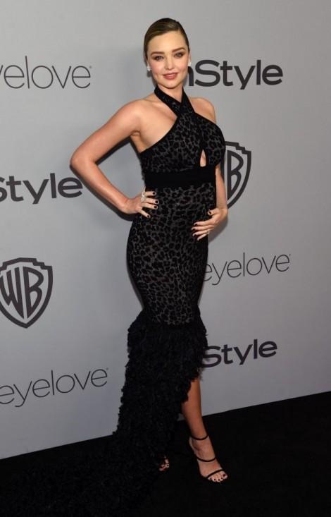 Miranda Kerr khoe bụng bầu gợi cảm trong buổi tiệc hậu Quả cầu vàng 2017