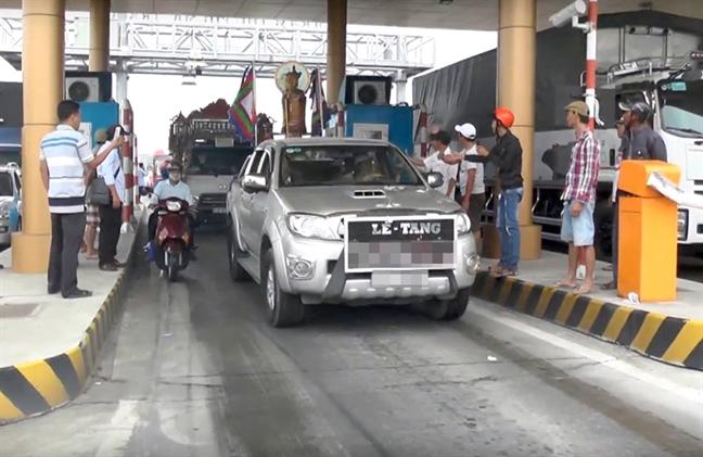 BOT Soc Trang: Doan xe tang phai xin de qua tram
