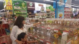 Bánh-kẹo-mứt tết: Hàng ngoại đổ bộ, hàng nội nỗ lực cạnh tranh