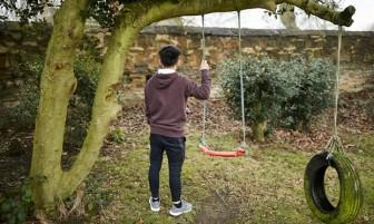 Anh bị chỉ trích vô cảm khi đòi trục xuất cậu bé người Việt 'trồng cần sa'
