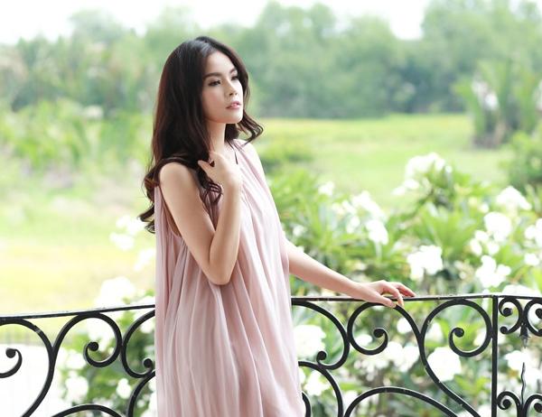 Gu thoi trang bien hoa da dang cua Duong Cam Lynh