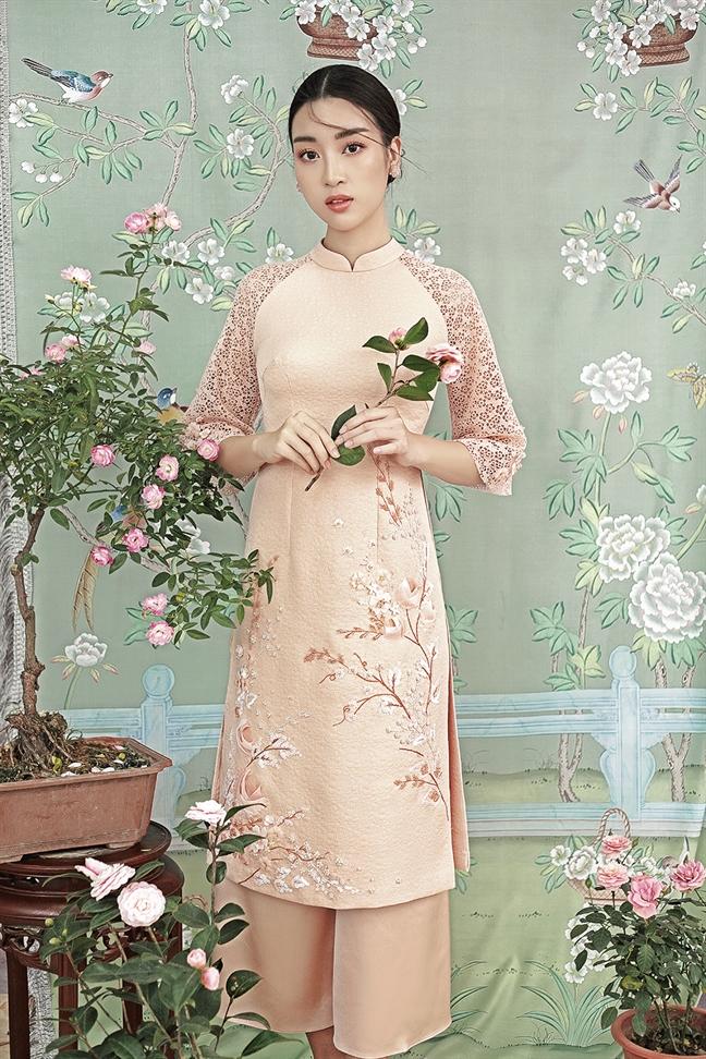 Hoa hau Do My Linh goi y cach chon ao dai cach tan ngay Tet